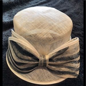 Accessories - Straw Hat with large bow. Church hat. Derby hat.